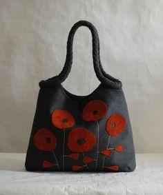 Graue Tasche mit Leder Blumen von rutadesign auf DaWanda.com