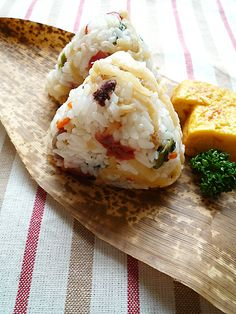 Mazegohan Onigiri, Simmered Vegetables Mixed Rice Balls|残り物の切干大根に梅を混ぜたおむすび
