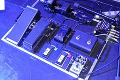 Larry Carlton's new rig with the Axis Wah