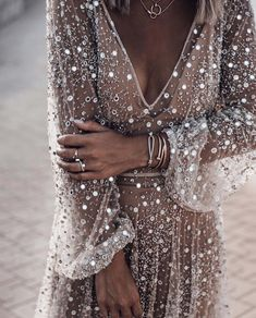Modetrends im Jahr 2019 hat Shopper bei Zara Mango H M Asos Top-Shop Redoubt Bershka Streetsyle Sommer-Outfits Casual-Outfit Day-Look. Evening Dresses, Prom Dresses, Wedding Dresses, Long Dresses, Pretty Dresses, Beautiful Dresses, Awesome Dresses, Mode Hippie, Sequins