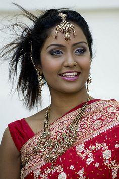 https://i.pinimg.com/236x/19/de/32/19de32cfcbc6153c0944afaae367e28e--indian-beauty-beautiful-eyes.jpg