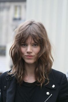 Freja's bangs + textured shag. I wonder if I could pull this off..... the haircut that is .