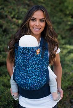 """This carrier comes with: - Removable, regulated hood in navy blue - Instruction brochure - This Tula carrier is made with navy blue canvas. Product measurements: - Panel: 18"""" tall & 19"""" wide - Hip bel"""