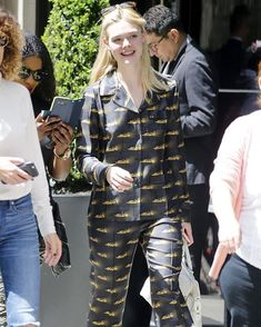 #ElleFanning nos demuestra que el primer día del año es para disfrutar en nuestras PJs. #Lookdeldia via GRAZIA MEXICO MAGAZINE official Instagram - #Beauty and #Fashion Inspiration - Beautiful #Dresses and #Shoes - Celebrities and Pop Culture - Latest Sales and Style News - Designer Handbags and Accessories - International Advertising Campaigns - Gifts and Bargain #Shopping Guide - Famous Luxury Brands on Instagram - Trendsetters Fashionistas and Shopaholics - Editorial Magazine Covers…