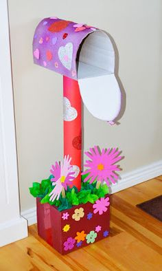 Valentines Day Cardboard Mailbox DIY – The Keeper of the Cheerios Valentinstag Karton Briefkasten DIY – Der Hüter der Cheerios Valentine Boxes For School, Kinder Valentines, Valentines Day Party, Valentine Day Crafts, Holiday Crafts, Holiday Fun, Valentine Ideas, Dinosaur Valentines, Printable Valentine