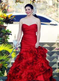 Regine Velasquez - the stunning bride wore a gorgeous red gown on her wedding day! Wedding Sets, Wedding Gowns, Wedding Day, Carmen Electra, Strapless Dress Formal, Formal Dresses, Red Gowns, Aging Gracefully, Amber Heard