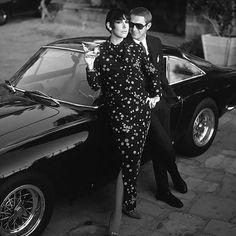 Steve McQueen side of Peggy Moffit model. Behind them, the 250 GT Berlinetta Lusso Ferrari © Photo by: