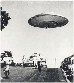 Earth vs the Flying Saucers, 1956 Fiction Movies, Science Fiction, Unidentified Flying Object, Spaceship Art, Sci Fi Films, Classic Sci Fi, Aliens And Ufos, Flying Saucer, Close Encounters