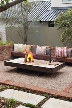 A fire pit ideas can be the centerpiece to a backyard landscape. Check out some of these cool fire pit ideas for your next backyard project. Garden Fire Pit, Diy Fire Pit, Fire Pit Backyard, Used Outdoor Furniture, Fire Pit Furniture, Outdoor Decor, Log Furniture, Industrial Furniture, Furniture Ideas