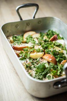 Lun salat med æble, selleri og honningvinaigrette