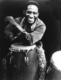 Mongo Santamaria Introducido desde pequeño en el mundo de los ritmos africanos y cubanos, se convierte, en la década de 1940, en uno de los grandes especialistas de las congas y los bongos, en Cuba.
