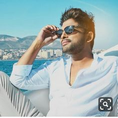 stylest Allu Arjun new trading style amazing pictures collection Dj Movie, Hero Movie, Bollywood Actors, Bollywood Celebrities, Galaxy Pictures, Cool Pictures, Allu Arjun Hairstyle, Indian Army Wallpapers, Allu Arjun Wallpapers