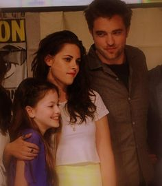 Comic Con, 2012. Rob, Kristen, and Mackenzie. Rob looks A-M-A-Z-I-N-G in this picture.