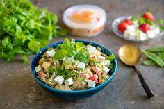 Ruokaisa ja sopivasti tujakka perunasalaatti saa potkua Baban chilihummuksesta. Tämä salaatti maistuu sellaisenaan tai muun ruoan lisänä. Mainio tarjottava illanistujaisissa tai grilliruoan seurana. Kokeile myös muita Baba hummuksia. Couscous, Cobb Salad, Potato Salad, Potatoes, Ethnic Recipes, Food, Red Peppers, Potato, Essen