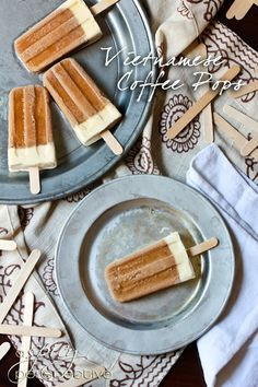 [ Recipe/How to: Vietnamese Coffee Pops ] Using French Roast coffee (hot); sweetened condensed milk, heavy cream and vanilla extract. ~ from Sommer at ASpicyPerspective. Mini Desserts, Frozen Desserts, Frozen Treats, Just Desserts, Delicious Desserts, Dessert Recipes, Yummy Food, Oreo Dessert, Coffee Popsicles