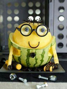 Minons aus Melone und Ananas