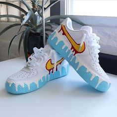 Nike Donny Custom sneakers come vernice colata art paintings Sneakers Mode, Custom Sneakers, Shoes Sneakers, Nike Custom Shoes, Sneakers Design, Custom Jordans, Shoes Uk, Adidas Shoes, Nike Air Max