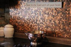 Here& our 2 cents. for an easy diy penny stove backsplash! Pennies are a beautiful medium of copper tones. They& also a rather inexpensive way Penny Backsplash, Stove Backsplash, Copper Backsplash, Penny Tile, Herringbone Backsplash, Backsplash Ideas, Penny Countertop, Copper Splashback Kitchen, Kitchen Backsplash Diy