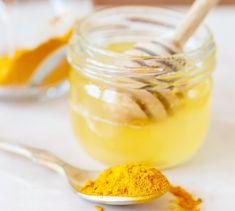 Miele e curcuma - i rimedi naturali delle nonne sono i migliori contro i malesseri di stagione: non fa eccezione il miele con la curcuma dalle mille proprietà