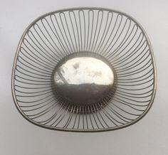 60-luvun metallikori esim. hedelmille, halkaisija 23cm