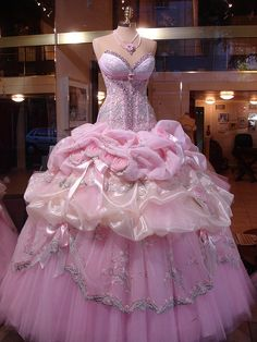 Cotton Candy pink gown. Wowza!! take me to the ball!!