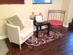 Jacqueline Evanado's adorable little sitting area.