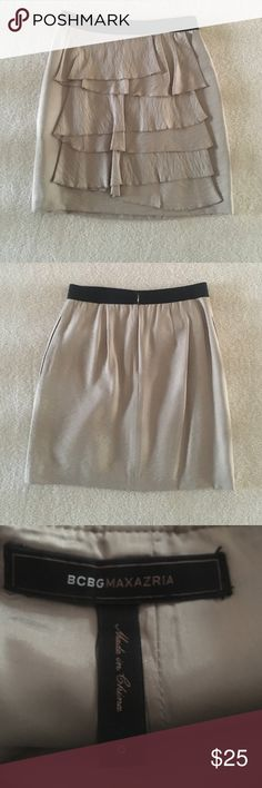 🎄 Sale-- BCBG Skirt with POCKETS Cute BCBG skirt with two real pockets! One on each side. Zips up the back.                                                •open to offers• BCBGMaxAzria Skirts