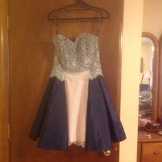 Betsy Johnson size 4 sample dress fully lined and boned navy with pink and white lace $35