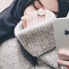 Image in hijab princesses👑👑🌸🌸 collection by 🌸ladykin🌸 Stylish Hijab, Hijab Chic, Arab Girls Hijab, Muslim Girls, Stylish Girls Photos, Stylish Girl Pic, Niqab Fashion, Muslim Fashion, Photo Hijab