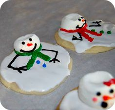 20 of the BEST Christmas Cookies: Melted Snowman Cookies shown Best Christmas Cookies, Noel Christmas, Christmas Goodies, Christmas Desserts, Holiday Treats, Christmas Treats, Holiday Recipes, Funny Christmas, Holiday Cookies