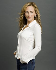 Marlee Matlin, deaf actress who kicked ass on The West Wing Deaf Actress, Marlee Matlin, Leisha Hailey, Deaf People, Extraordinary People, Successful People, Poses, Blouse, Movie Stars