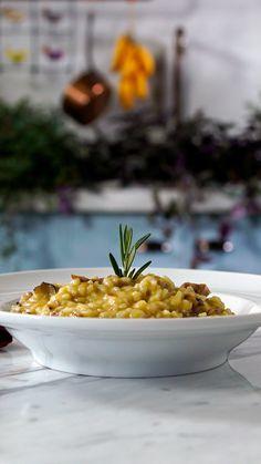 Não sabe o que fazer para o jantar? Essa receita de risoto de costelinha defumada fica incrivelmente saborosa.