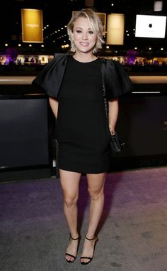 Kaley Cuoco Makes First Public Appearance Since Divorce Announcement Kaley Cuoco at Longines Masters of Los Angeles gala on Oct. 1 (Shutterstock Rex for EEM) Kaley Cuoco is getting back on the. Kaley Cuoco, Superkurzer Pixie, Celebrity Photos, Celebrity Style, Celebrity Women, Super Short Hair, Layered Haircuts, Short Haircuts, Foto Pose