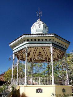 Coreto em Caxambu MG Portugal, Small Towns, Portuguese, Brazil, Taj Mahal, Gazebo, Cityscapes, World, Buildings
