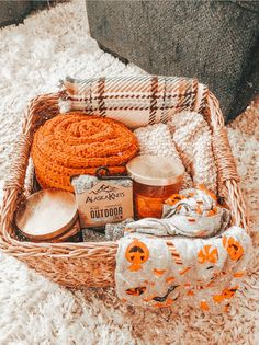 Fall Bedroom Decor, Fall Home Decor, Herbst Bucket List, Autumn Cozy, Autumn Aesthetic, Fall Wallpaper, Happy Fall Y'all, Fall Pictures, Hello Autumn