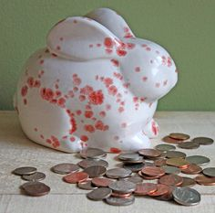 Bank. Coin Saving Bank. Pottery Bank in par AnythingDiscovered