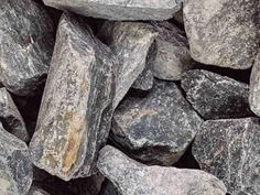 Ratasepeli 60 mm, harmaa, suursäkki 1000 kg  Tämä harmaa, teräväreunainen kiviaines soveltuu sokkelin vierustalle, pihan koristeluun sekä pengerryksiin, terassien ja muiden rakenteiden pohjamateriaaliksi. Kiviaines ei kovetu ja se vettä läpäisevä. Ratasepeli - edullinen säkkirahti  Rahtihinnoittelumme on selkeä:  1 - 3 säkkiä = rahti 40 €, 4 säkkiä ja enemmän = rahti 0 € Firewood, Texture, Surface Finish, Woodburning, Pattern