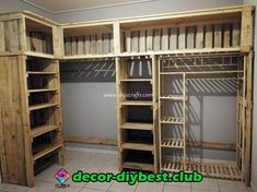 Cheap Wood Pallets Recycling IdeasThanks grandmahousediy for this post.Add up your house indoor or the bedroom with the exceptional designing of the wood pallet closet or cupboard that is superbly blended with the taste of the rough and artis# Cheap Wood Pallet Recycling, Recycled Pallets, Wooden Pallets, Recycled Wood, Pallet Wood, 1001 Pallets, Wood Crates, Wood Wood, Wood Art