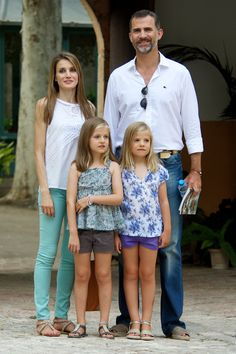 Just like our other favorite royal (Hey Kate!), she loves a pair of colored skinny jeans. | 30 reasons why Queen Letizia of Spain should be your new style icon http://aol.it/1uLAlYk