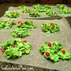 Edible Christmas Wreaths (basically corn flakes instead of rice krispies)