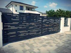 Front Gate Design, House Gate Design, Minimal House Design, Minimal Home, Home Grill Design, Aluminium Gates, Compound Wall, Cnc Cutting Design, Front Gates