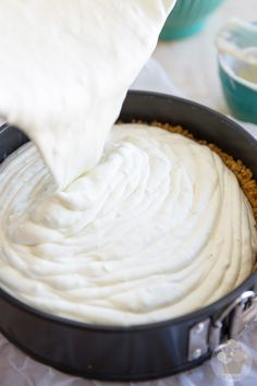 This No Bake White Chocolate Lime Cheesecake is a cross between a Key lime pie and a creamy, no bake cheesecake. Your PERFECT summer dessert. Easy Cake Recipes, Easy Healthy Recipes, Baking Recipes, Easy Meals, Lime Cheesecake, Cheesecake Recipes, White Chocolate, Chocolate Cheese, Cake Chocolate