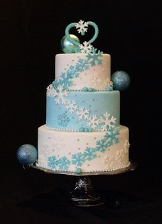 We love this beautiful wintery cake. It's simple snowflake design carries you off into a winter wonderland of cake!