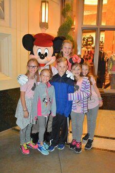 Jones Family, Ronald Mcdonald, Mickey Mouse, Disney Characters, Fictional Characters, Art, Art Background, Kunst, Performing Arts