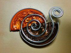 Broche en capsule nespresso orange et marron avec fil aluminium argent