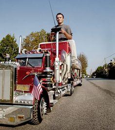 Cool Semi-Trucks   Peterbilt Truck Fan Builds R/C One-Man Big Rig