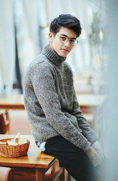 Casual Outfits, Men Casual, Fashion Outfits, Male Clothes, Korean Men Hairstyle, Asian Men Fashion, Teen Guy Fashion, Song Wei Long, Photography Poses For Men