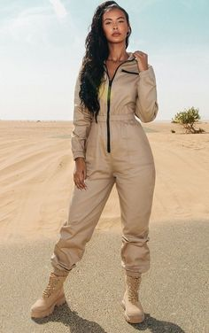 The Sand Utility Contrast Zip Jumpsuit. Head online and shop this season's range of jumpsuits & playsuits at PrettyLittleThing. Nude Jumpsuits, Playsuits, Jumpsuits For Women, Patron Vintage, Jumpsuit Outfit, Mode Hijab, Streetwear, Overalls, Contrast