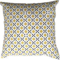Ob auf dem Sofa, Bett oder Sessel – mit diesem wunderschönen Dekokissen mit Stern-Muster von Atomic Soda bringst Du Abwechslung in Dein Zuhause. Wir haben die coolen Kissen in verschiedenen Farben und Designs.