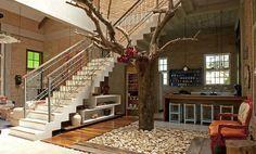 Ambiente construído em ao redor desta linda pereira em #CamposdoJordão! #projetomaravilhoso#apaixonada#pareceobradearte#pereira#casanaarvore#arquitetura#construção#designerdeinteriores#euquero